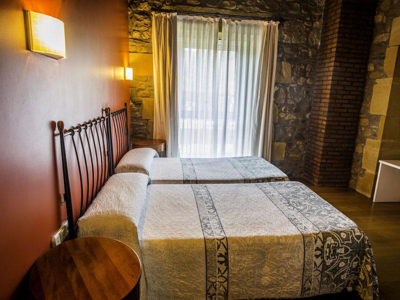 habitaciones hotel cerca de San Sebastian con encanto barato 3