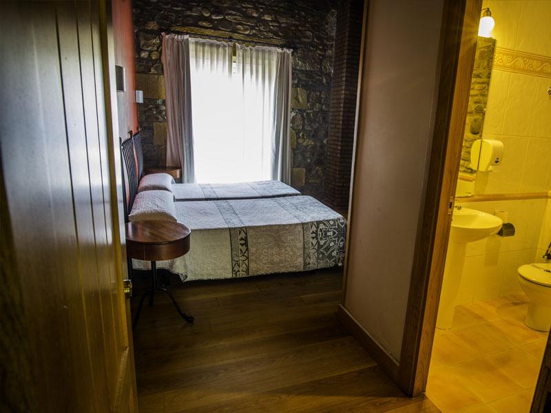 habitaciones hotel cerca de San Sebastian con encanto barato 4