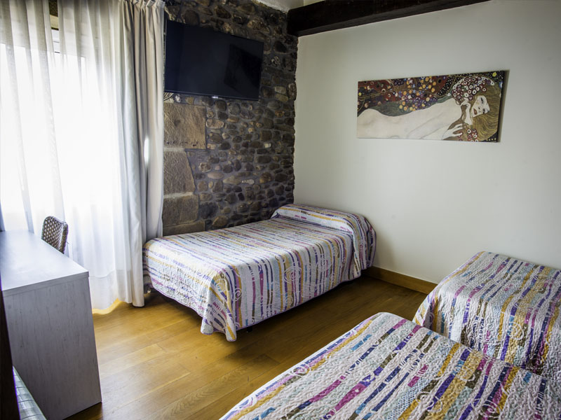 habitaciones hotel cerca de San Sebastian con encanto barato 6