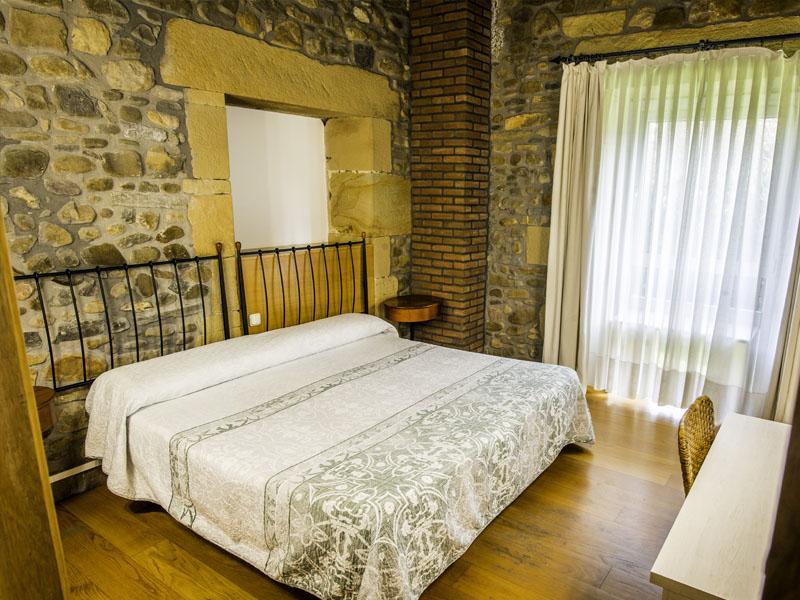 habitaciones hotel cerca de San Sebastian con encanto barato 15