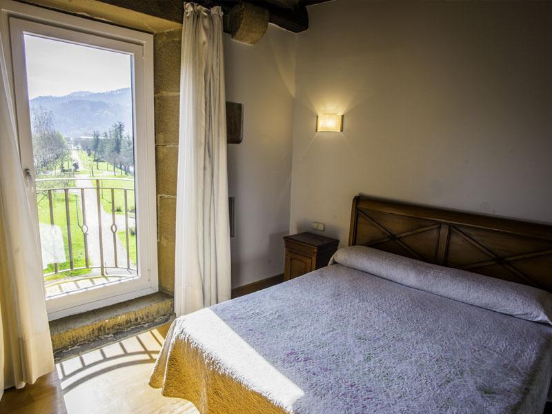 habitaciones hotel cerca de San Sebastian con encanto barato 24